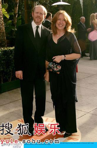 图:第79届奥斯卡派对:男星罗-霍华德携妻亮相