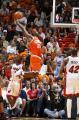 NBA图:热火胜骑士  詹姆斯飞身扣篮