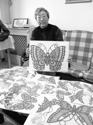 剪纸蝴蝶.她十几年中收集和自行创造了各种蝴蝶剪纸图形500
