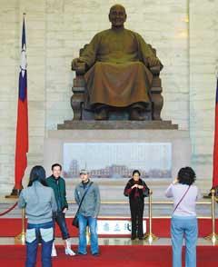 陈水扁指蒋介石是228元凶 拟废中正纪念堂(图)