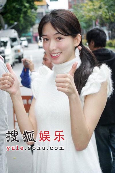 组图:林志玲开工娇美动人 白歆惠露内衣