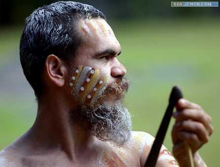 图10+刚毅的土著人