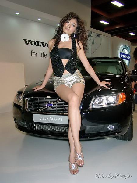 [图集]超诱惑!美腿车模与VOLVO S80(图)