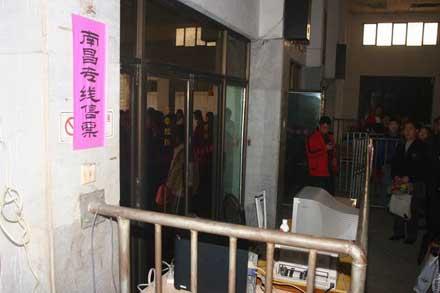 江西乐平专线窗口售黑市票 记者拍照遭围攻(图)