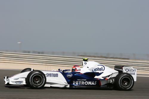 图文:F1车队在巴林试车 库比卡参加试车