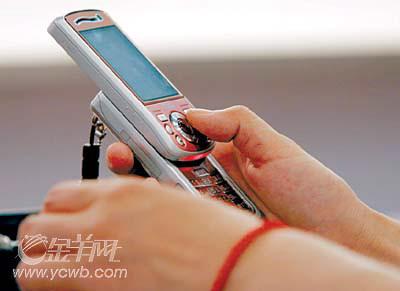 """""""拇指经济""""搅动春节消费 拜年短信唱主角"""