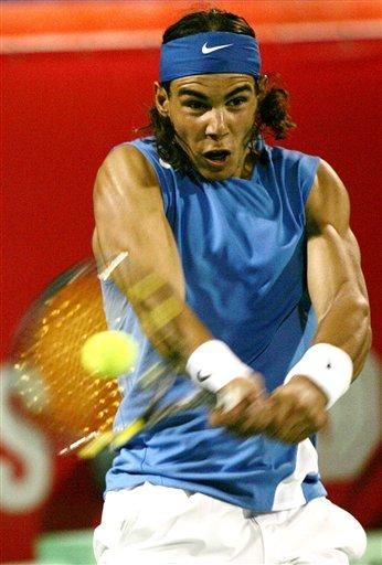 图文:迪拜网球公开赛 纳达尔2-1巴格达蒂斯