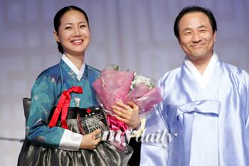 组图:韩尚宫梁美京任宣传大使 展示华丽韩服