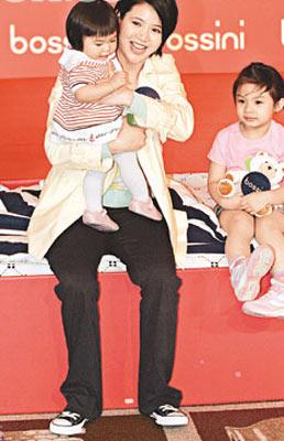 儿子仅三个月大 袁咏仪心急已选好幼儿园(图)