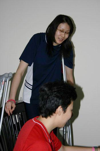 图文:郎平复查探望冯坤蕊蕊 蕊蕊的可爱表情