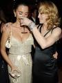 """图:奥斯卡派对 佩内洛普与麦当娜相拥""""醉酒"""""""