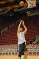 NBA图:姚明赛前单独训练 中投