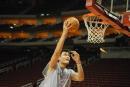 NBA图:姚明赛前单独训练 挑篮成功