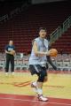 NBA图:姚明赛前单独训练 转身冲击
