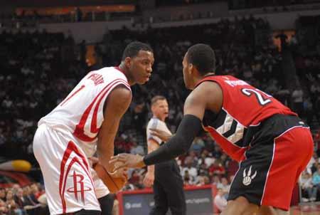 NBA图:火箭VS猛龙 麦迪持球待攻