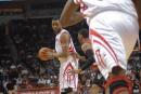 NBA图:火箭VS猛龙 麦迪怒气冲冲