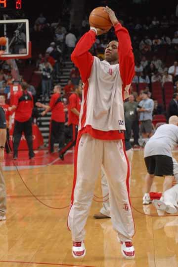 NBA图:火箭VS猛龙 麦迪赛前投篮训练