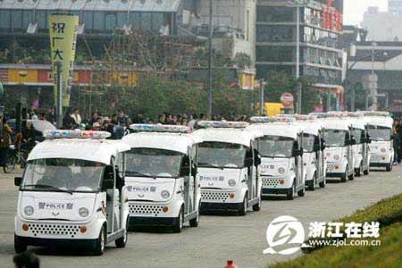 杭州首批新型社区警务巡逻车启用 配应急药(图)
