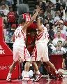 NBA图:火箭负猛龙 巴蒂尔与海耶斯奋力包夹
