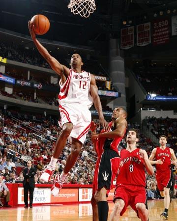 NBA图:火箭负猛龙 阿尔斯通快攻上篮