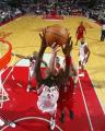 NBA图:火箭负猛龙 穆大叔怒摘篮板