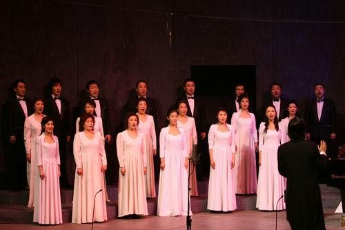大行帝国主题曲曲谱-早春二月、温馨浪漫,优美的音乐伴随着鲜红的玫瑰,使北京情人节的