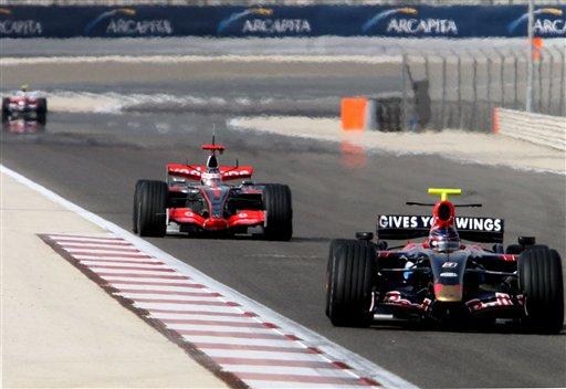 图文:F1巴林测试赛最后一日 各车队抓紧测试