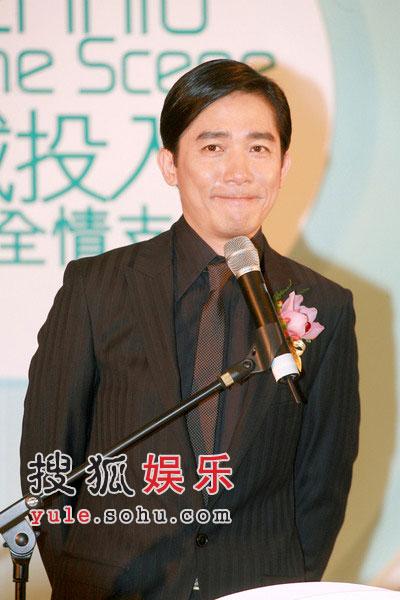 组图:梁朝伟出席影视博览 对刘嘉玲绝对信任