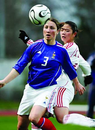 主力缺阵中国女足完败法国 王海鸣能力让人担忧