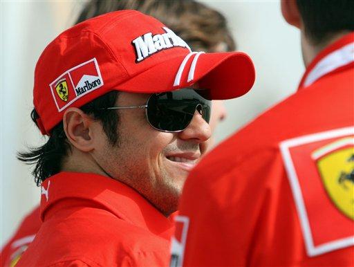 图文:F1车队在巴林试车 马萨笑容灿烂