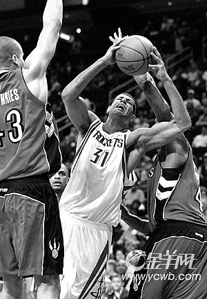 NBA猛龙巨掌拍落火箭 麦迪复出未能鼓舞球队