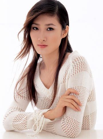 组图:出席姜培琳时尚内衣秀名模