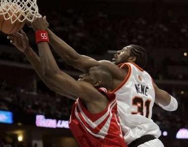 NBA图:火箭VS掘金 内内封盖穆大叔