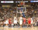 NBA图:火箭胜掘金 安东尼罚球出手