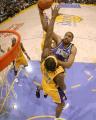 NBA图:国王胜湖人 托马斯单挑布朗