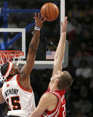 NBA图:火箭胜掘金 安东尼封盖查卡利迪斯