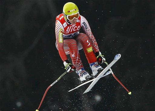 图文:高山滑雪世界杯 美女运动员享受飞翔感觉