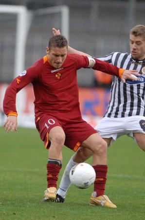 意甲-瑞典新援救主 罗马1-1阿斯科利惨遭两连平
