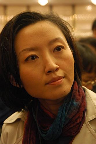 中央电视台记者柴静在现场采访-搜狐新闻