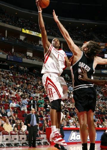 NBA图:火箭VS马刺 麦迪单手上篮