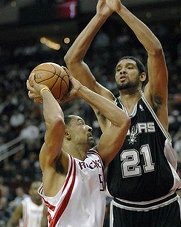 NBA图:马刺胜火箭 邓肯封堵霍华德