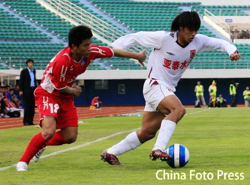 图文:[中超]厦门蓝狮1-3长春 杜震宇犀利突破