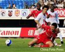 图文:[中超]厦门蓝狮1-3长春 双方激烈拼抢