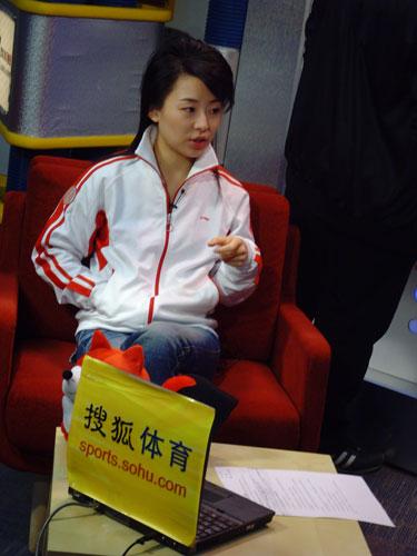 潘晓婷/图文:台球美女潘晓婷做客视频直播开始
