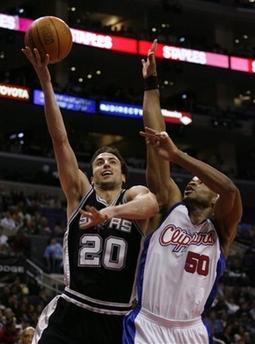 NBA图:马刺胜快船 吉诺比利单手上篮
