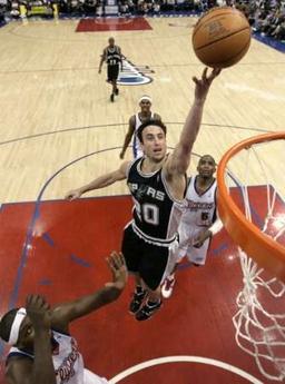NBA图:马刺胜快船 吉诺比利飞身抛投