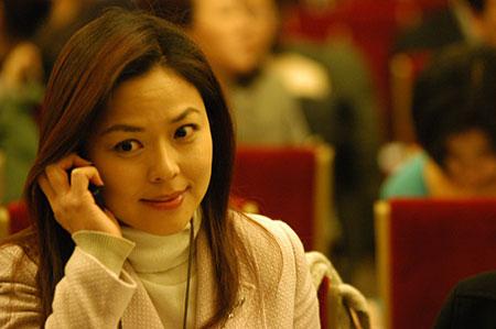 香港凤凰卫视记者谢亚芳(图)