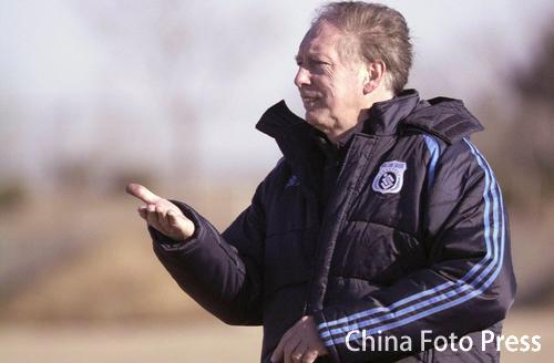 图文:大连实德队训练备战 扬戈维奇确认留队
