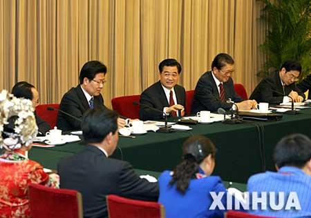 胡锦涛等领导人分别参加审议讨论(音频)