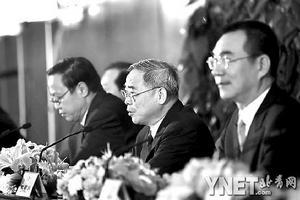 """政协委员林毅夫呼吁莫把新农村建成""""新村庄"""""""